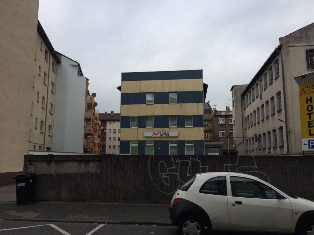 Mein Hotel in Offenbach - von außen schlimmer als von innen.